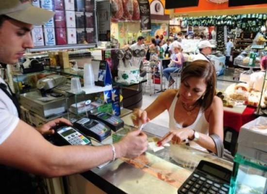 Confiança do consumidor sobe 6,2 pontos em janeiro, diz FGV