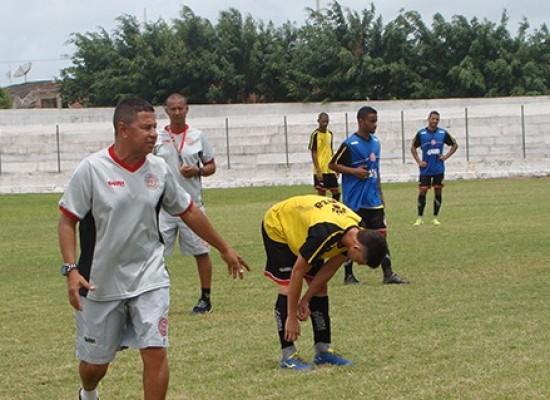 Gil Gomes felicita ex-técnico do Colo-Colo, Gilmey Aimberê