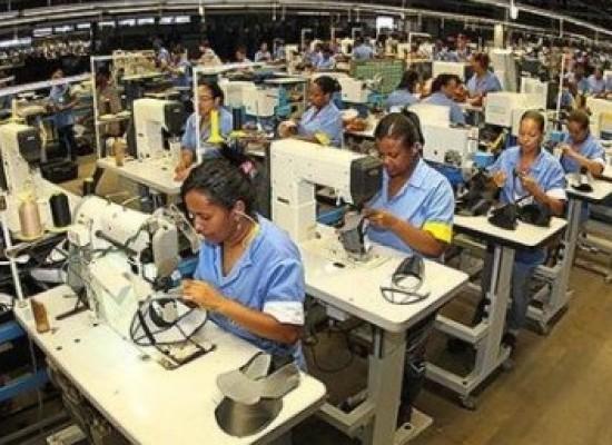 Indústria brasileira acumula queda de mais de 7%