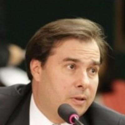 Rodrigo Maia acerta saída do DEM e ida para o PSD
