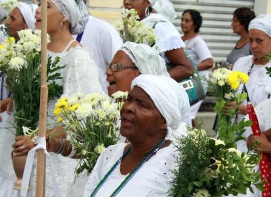 Lavagem da escadaria da Catedral de Ilhéus reúne nativos e turistas em cortejo de fé