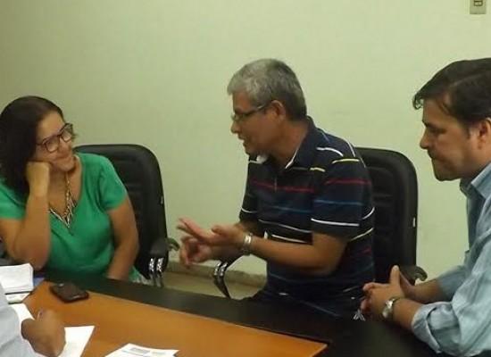 Prefeito de Ibicaraí recebe inspetor de saneamento da Funasa