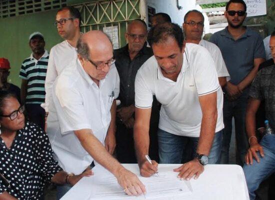 Prefeito de Ilhéus assina ordem de serviço para reforma e ampliação da Unidade de Saúde do Malhado