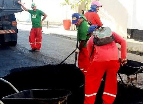 Prefeitura de Ilhéus recupera asfalto na Rua Tobias Barreto, na Cidade Nova