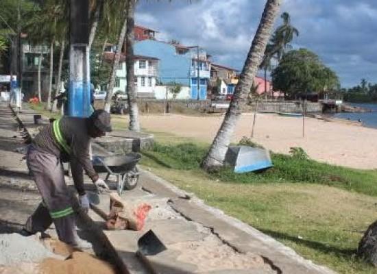 Prefeitura de Itacaré realiza obras de recuperação dos passeios da orla