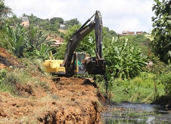 Prefeitura realiza limpeza dos canais do Malhado e da Urbis