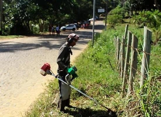 Prefeitura realiza serviço de roçagem e limpeza do acesso às praias de Itacaré