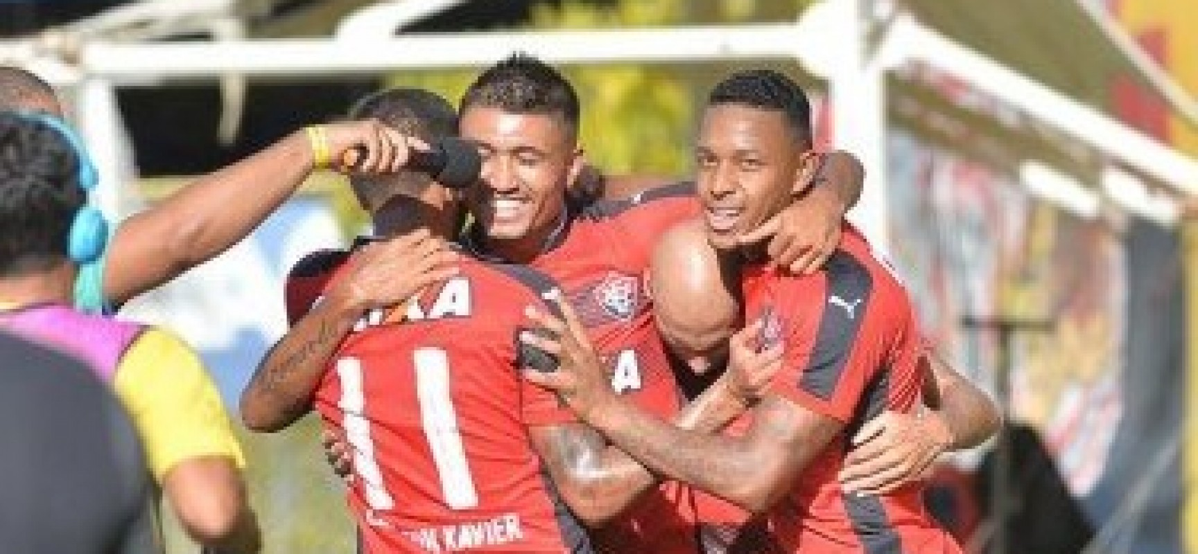 Com gol nos últimos minutos, Vitória bate o América-RN no Barradão