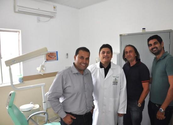 Prefeito de Ibicaraí vistoria Unidade de Saúde Henrique Pimentel Sampaio, na Vila Santa Isabel