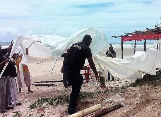 Prefeitura remove cabana irregular na Praia do Sul