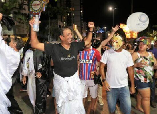 """Bloco """"Zé Pereira"""" toma conta das ruas do Pontal no Carnaval Espontâneo de Ilhéus"""