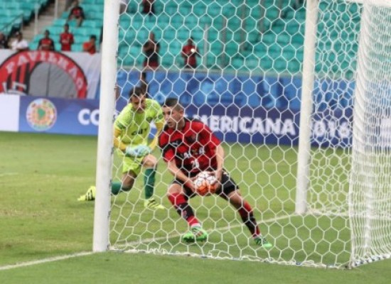 Vitória bate Bragantino e avança na Copa do Brasil