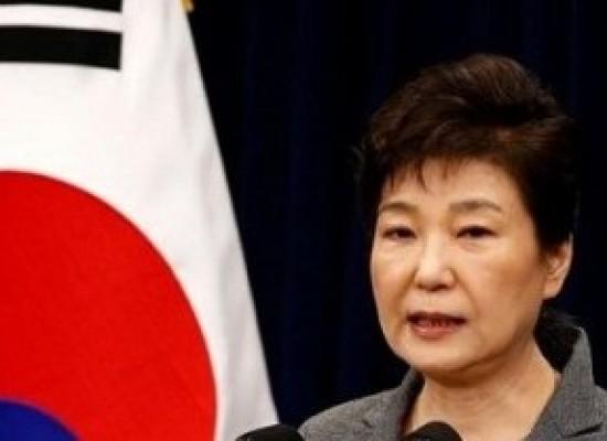 Acusada de corrupção, ex-presidente da Coreia do Sul passa primeiro dia presa
