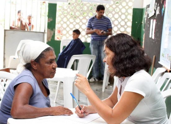 Prefeitura realiza ação para promoção à saúde da mulher no Residencial Vilela