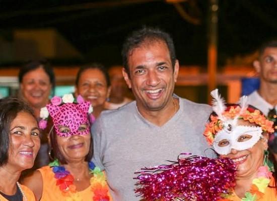 Prefeito prestigia carnaval de rua na zona sul de Ilhéus