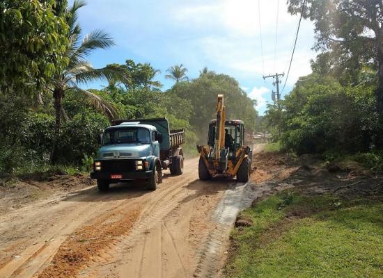 Seap realiza manutenção de estradas na zona rural, em Ilhéus