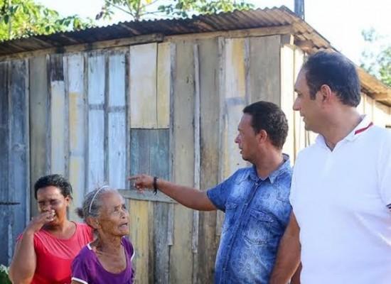 Em Ilhéus, famílias de Urucutuca que residem em casas de madeira vão ganhar moradias de alvenaria