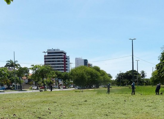 Extensão da Soares Lopes passa por manutenção de Parques e Jardins, em Ilhéus