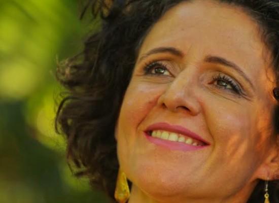 Flavia Wenceslau chega a Ilhéus com o show Por Uma Folha