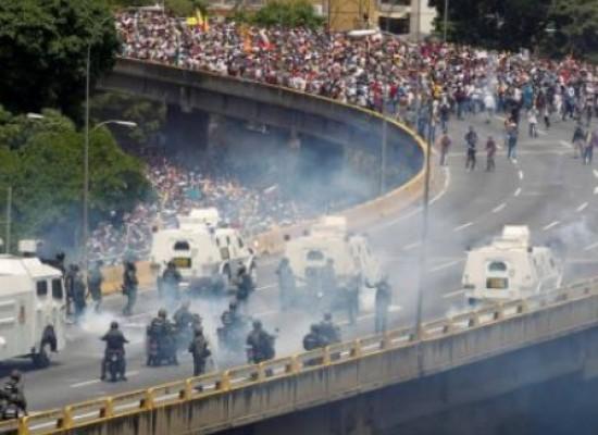 Manifestações na Venezuela terminam com pelo menos dois mortos