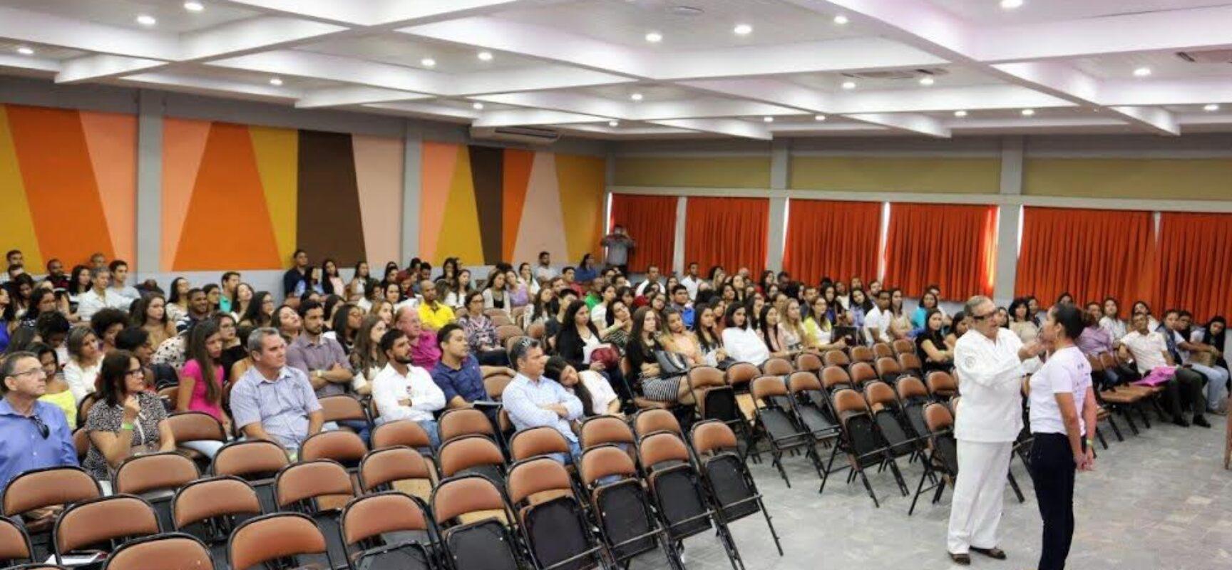 Meeting de Odontologia da Faculdade de Ilhéus recebe José Mondelli, um destaque na estética odontológica no País