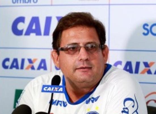 """""""A gente vem trabalhando de forma incisiva"""", afirma Guto Ferreira sobre elenco"""
