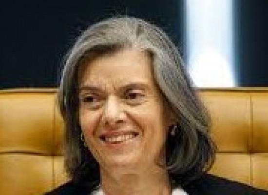 Cármen Lúcia diz que está confiante que Brasil vai superar dificuldades