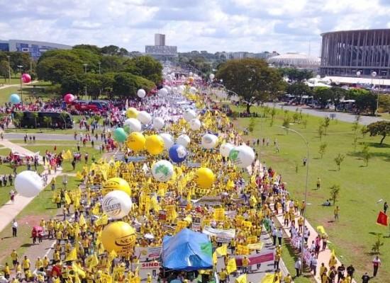 """Centrais Sindicais avaliam """"Ocupe Brasília"""" como positiva e sinalizam nova greve geral"""