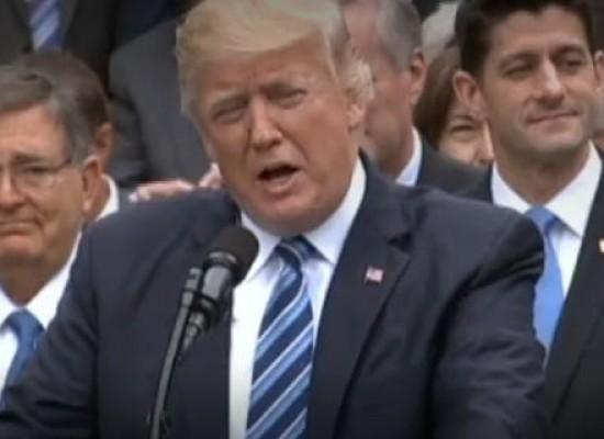 Donald Trump consegue revogar atual programa de saúde dos EUA