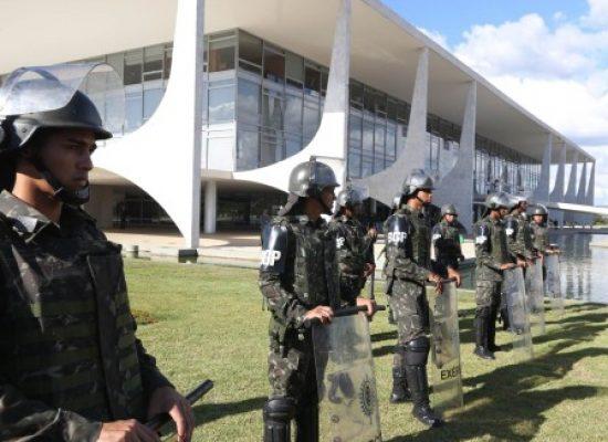 Sargento rouba caminhão do Corpo de Bombeiros e invade a Esplanada dos Ministérios