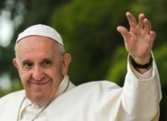Na primeira mensagem aos fiéis em Fátima, papa pede concórdia entre os povos