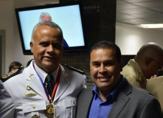 Prefeito de Ibicaraí participa da entrega da medalha Dois de Julho ao Coronel Anselmo Brandão