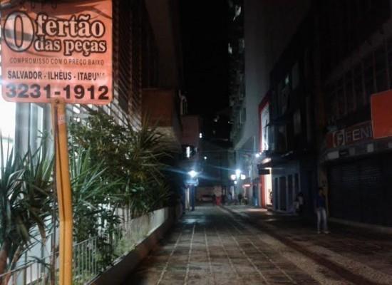 Principal Rua comercial de Ilhéus totalmente Escura