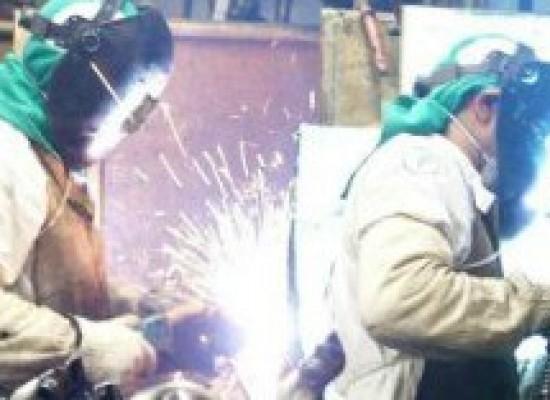 Confiança da Indústria cai 2,3 pontos em prévia da FGV