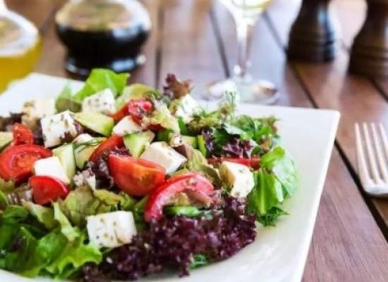 Dieta vegetariana é duas vezes mais efetiva na perda de peso, diz estudo