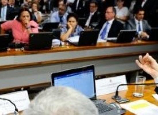 Oposição faz leitura de votos em separado contra reforma trabalhista na CAE