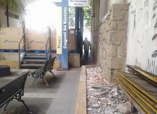 """""""Pracinha"""" que fica ao lado da Agência dos Correios em Ilhéus, está uma porcaria só"""