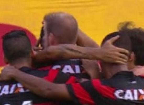 Vitória joga bem, vence Atlético-MG por 2 a 0 e deixa lanterna do Brasileirão