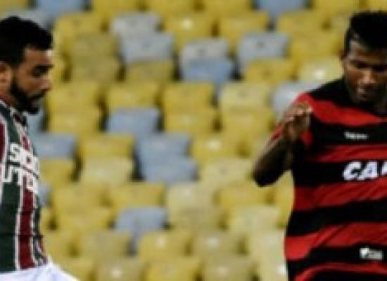 Vitória joga mal, perde para o Fluminense e continua na lanterna do Brasileirão