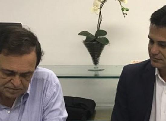 Deputado Eduardo Salles discute demandas de educação em audiência com Walter Pinheiro