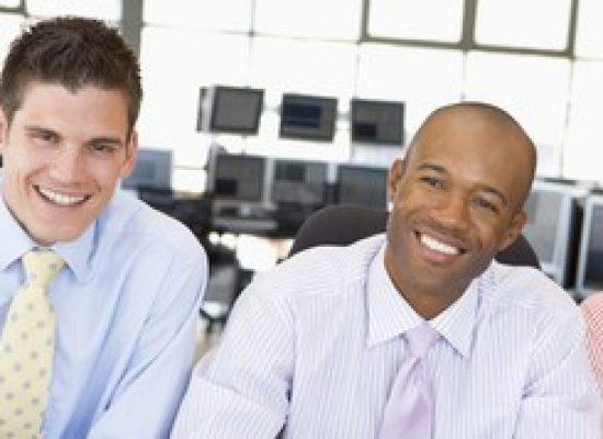 Apenas 4% das 500 maiores empresas brasileiras têm negros no corpo executivo, aponta ativista