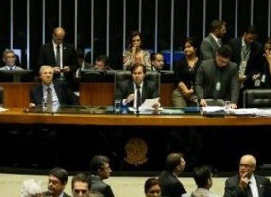 Câmara aprova proposta que permite que advogado represente réu em audiência de conciliação