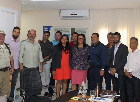 Deputada Ângela Sousa visita prefeito e destina emenda para Ibicaraí