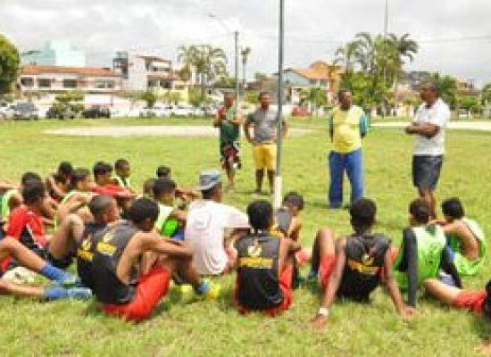 Projeto Escolinha de Futebol Os Meninos de Ilhéus faz parceria com o Esporte Club Santo André