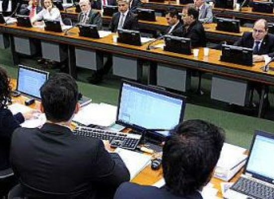 Deputados vão votar emendas ao cadastro positivo