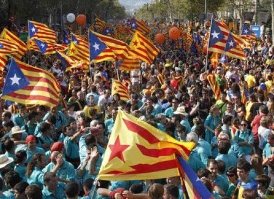 Catalunha desafia Espanha e declara independência