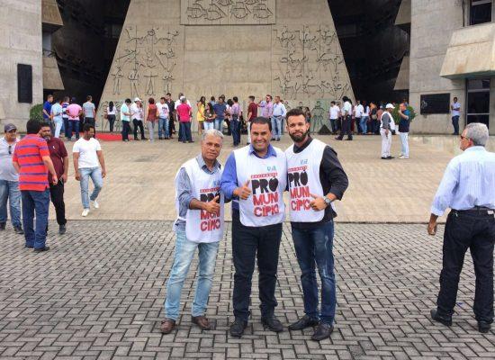 Prefeito de Ibicaraí participa do movimento Pró-Município em Salvador