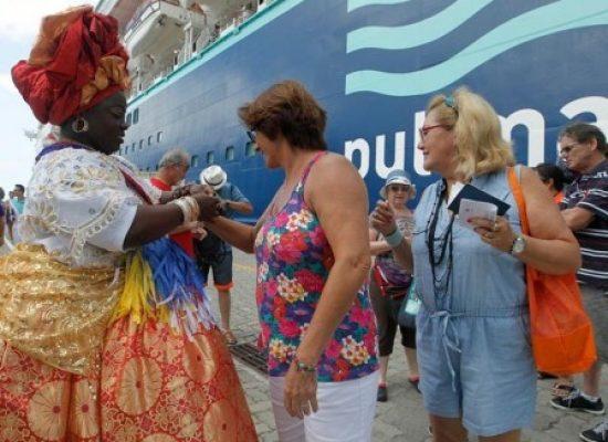 Temporada de cruzeiros atrai 150 mil turistas e movimenta R$ 70 milhões em Salvador