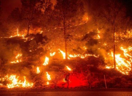 Ventos fortes mantêm incêndio fora de controle na Califórnia