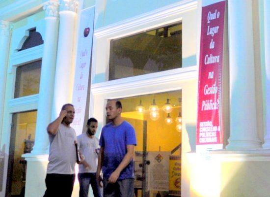 Cantor Bebeto promete emocionar público com show no Teatro Municipal de Ilhéus